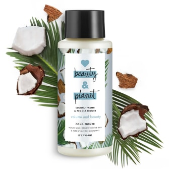 Forsiden av balsamflasken Love Beauty Planet Coconut Water & Mimosa Flower Conditioner Volume & Bounty 400ml