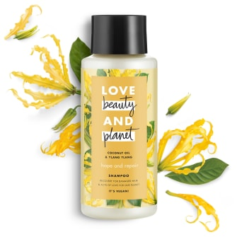Forsiden av sjampoflasken Love Beauty Planet Coconut Oil & Ylang Ylang Shampoo Hope & Repair 400ml