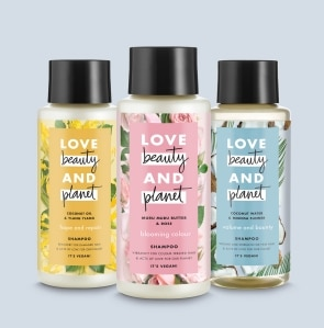 tri fľaštičky šampónu