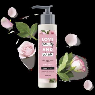 Kuorintavoidepakkauksen etuosa Love Beauty Planet Murumuru-voi ja ruusu -kuorintavoide kasvoille Petal Polish 125 ml