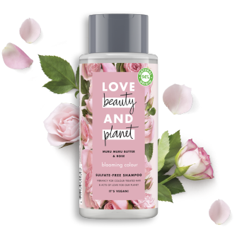Framsida av schampoförpackning Love Beauty Planet Murumurusmör & Rosor schampo Blooming Colour 400 ml