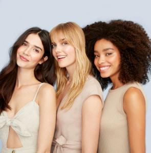 trois modèles de cheveux